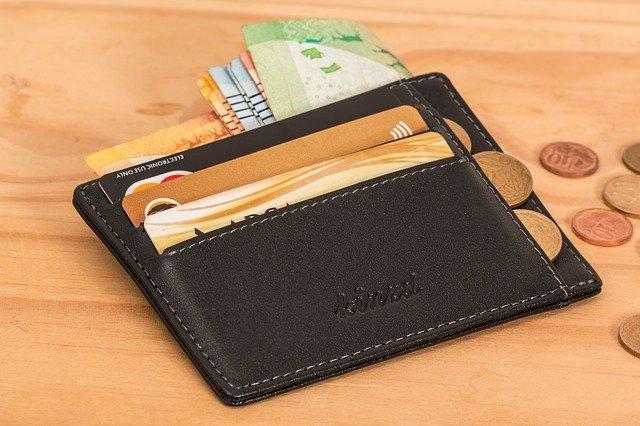 peněženka a kreditní karta