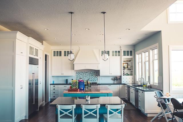 kuchyně ve velkém domě