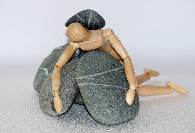 panáček v kamenech.jpg
