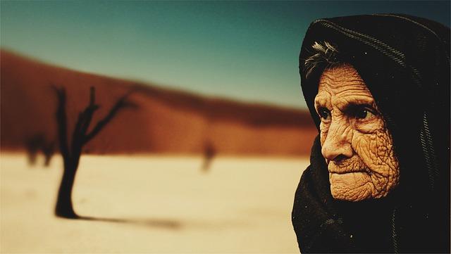 stařena na poušti